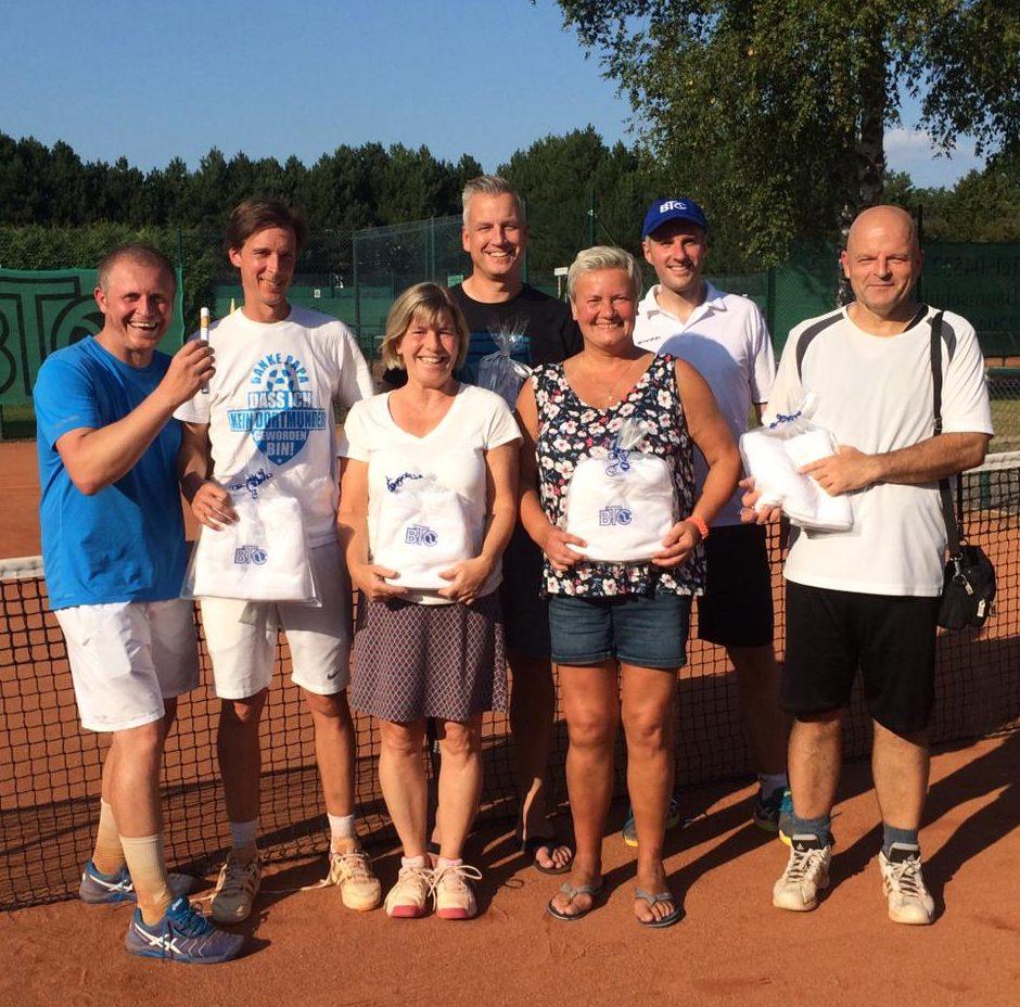 Die Finalisten der Clubmeisterschaften 2019: Peter Jezierski, Nils Tyczewski, Evi Möller, Michael Freitag, Doro Sieradzka, Daniel Meyer und Alexander Lampel (v.l.).