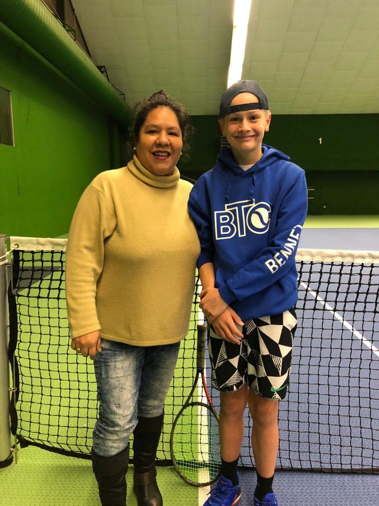 Jugendwartin Susanne Wiese mit BTC-Talent Bennet Reber.