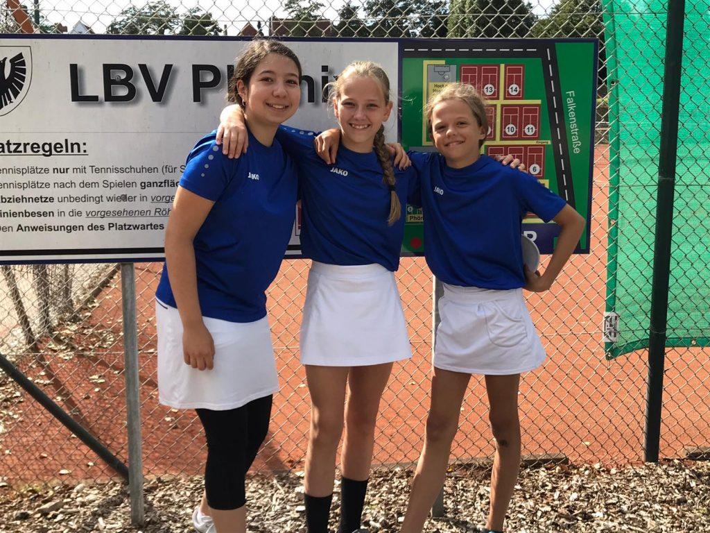 Lea Durmisovska, Sophia Schoop und Mara Kubale sicherten sich mit einem 3:0-Erfolg in Lübeck die Tabellenführung.